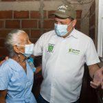 Doña Gregoria es beneficiada luego de haber perdido su casa por un vendaval