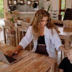 Guía de los 5 hábitos saludables para usar las plataformas digitales a favor de la crianza infantil
