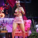 La cantante brasileña Flay realizó un Iive musical que contó con la participación de Camilo y Farina