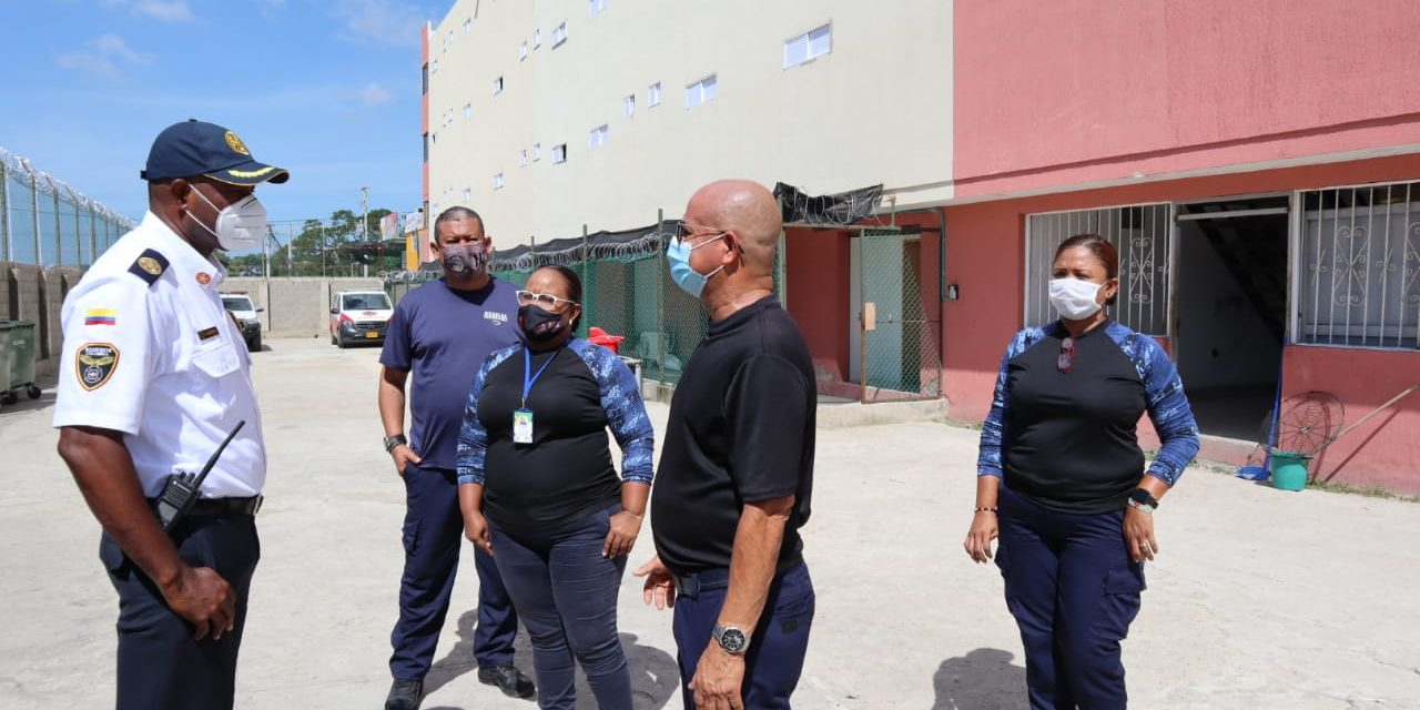 Capacitan en prevención de incendios a internas, guardianes y personal administrativo de la Cárcel de Mujeres
