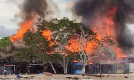 Atención de parte del Distrito a incendio presentado en Playa Blanca