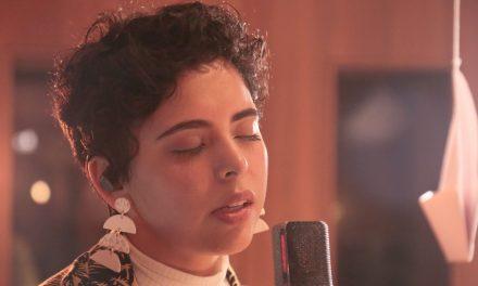 "Laura Pérez, cantautora bogotana debuta como solista con su EP ""Retazos"""