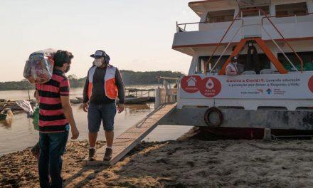 """Barco-Hospital """"Solidaridad"""" en un recorrido por el Amazonas"""