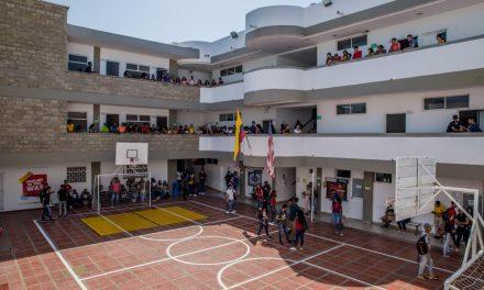 El programa de Licenciatura en Bilingüismo con énfasis en Inglés de Unicolombo recibe certificación de Alta Calidad