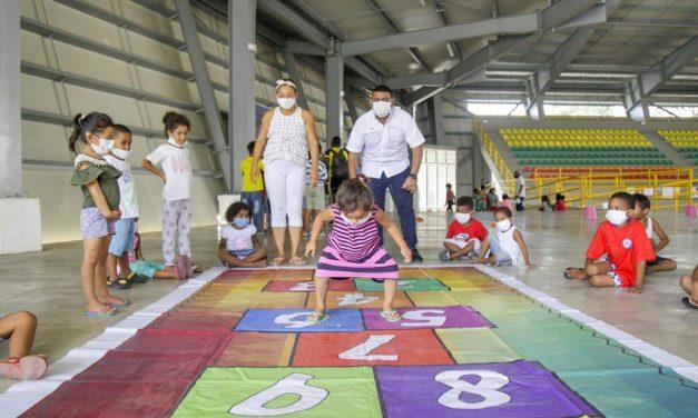 Jornada de recreación para 130 niños albergados en escenario Rocky Valdez