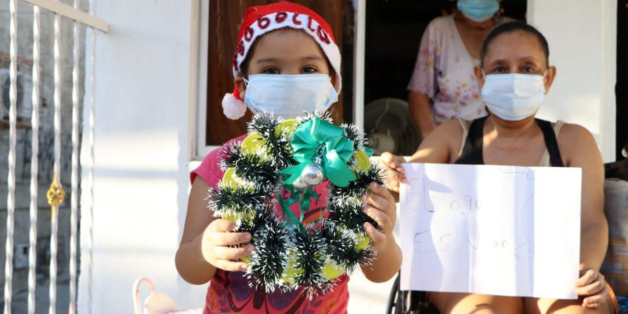 Aguas de Cartagena dona regalos a niños de la ciudad