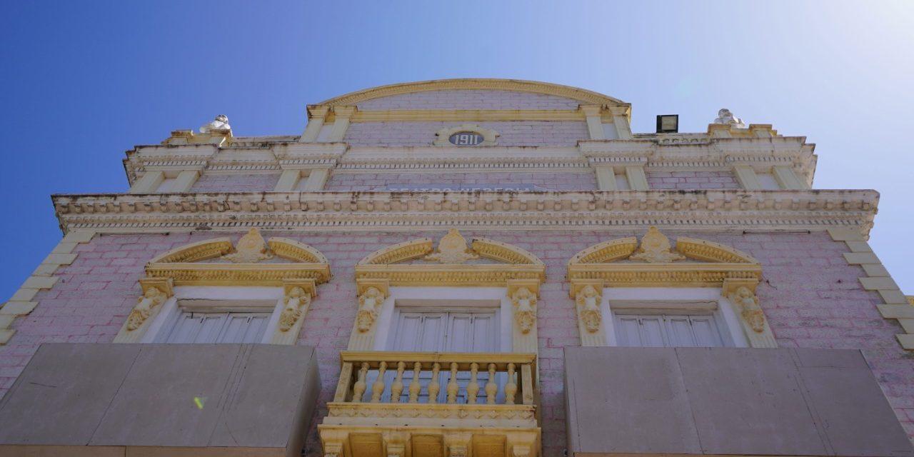 Avanza recuperación del teatro Adolfo Mejía