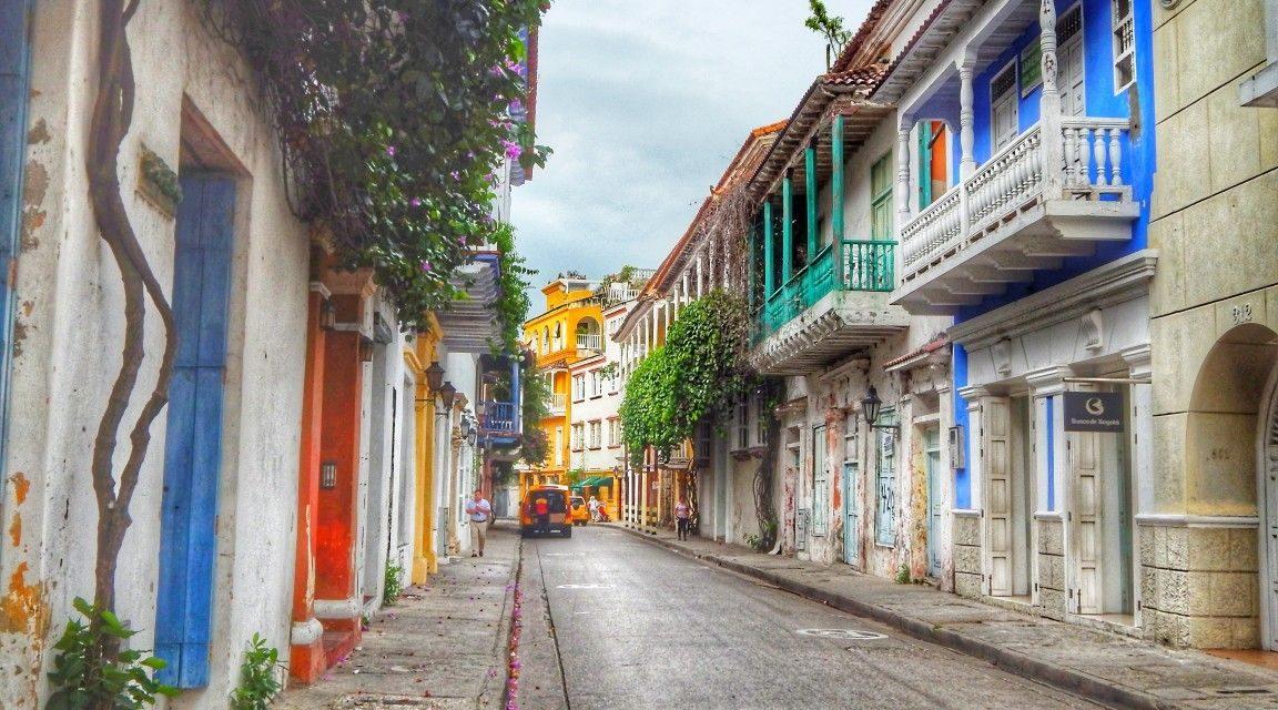 Alcaldía de Cartagena abre convocatoria para las próximas obras de reposiciones, suministros de rejillas y tapas de registros en el Centro Histórico