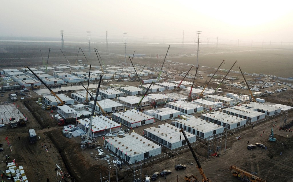 China construye campo de cuarentena masivo