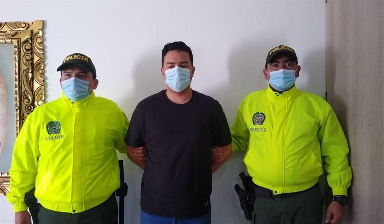 """El cantante vallenato """"Che Carrillo"""" es capturado por fraude bancario"""