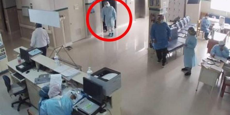 Policía se vistió como doctor para visitar a su padre infectado con coronavirus, pero ya había fallecido