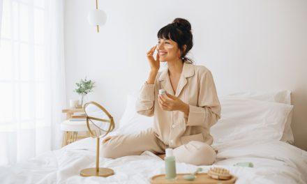 Cómo ayudar a cuidar la piel estando en casa o fuera de ella, consejos de una experta