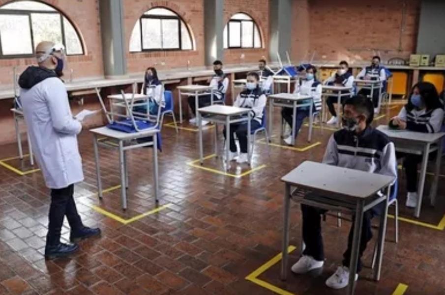 En Bogotá, los más pequeños regresan a las aulas de clase