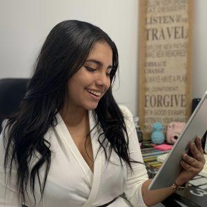 Nicolle Díaz Romero, estudiante de Economía y Ciencias Políticas