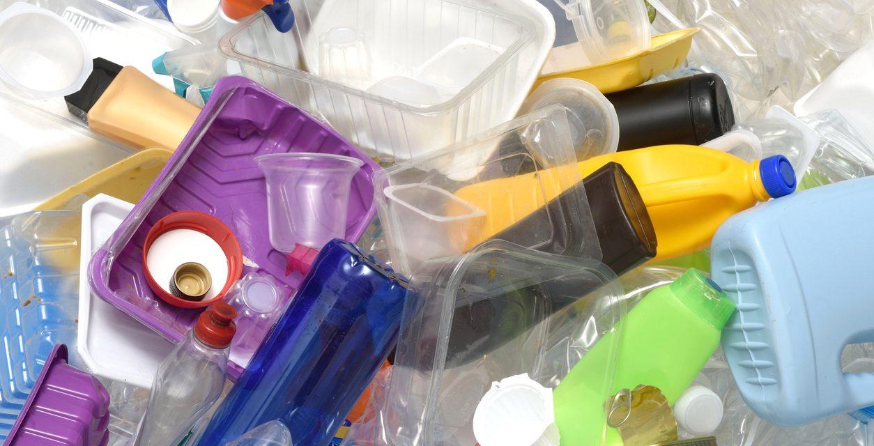 Concejo aprobó eliminación gradual de plásticos de un solo uso en Bogotá