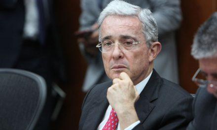 A través de Twitter, Álvaro Uribe propone aumentar impuestos a empleados y pensionados de Colombia