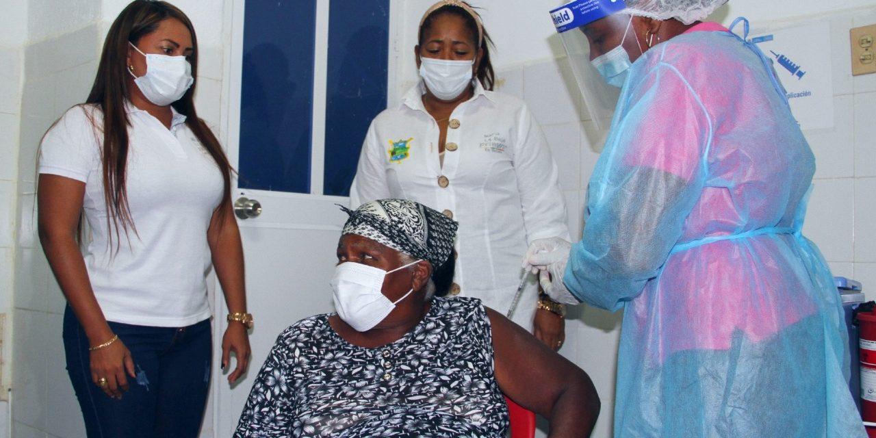 María La Baja recibe 183 vacunas SINOVAC