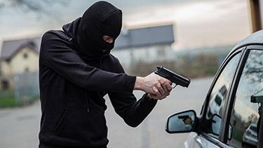 Oficial de policía fue asaltado en su propia patrulla