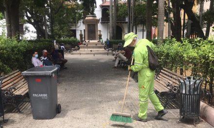Operativos de limpieza en parques y plazas del centro histórico