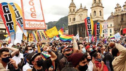 Sindicatos de Colombia invitan a participar del paro nacional el 28 de abril