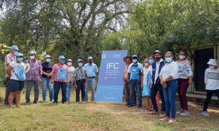 Instalan paneles solares en la Institución Educativa de San Cayetano