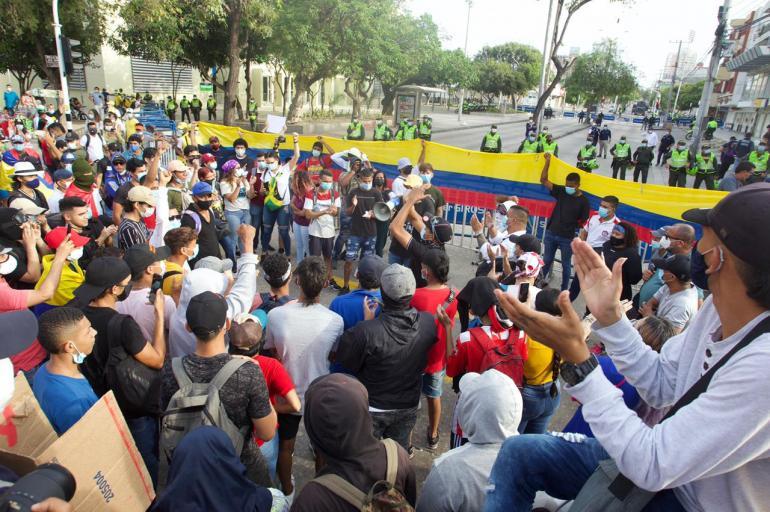 Agresiones a defensores de Derechos Humanos durante protestas en el estadio Romelio Martínez