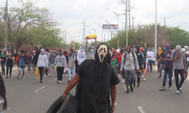 Barranquilla marchó y algunos manifestantes empañaron la protesta pacífica