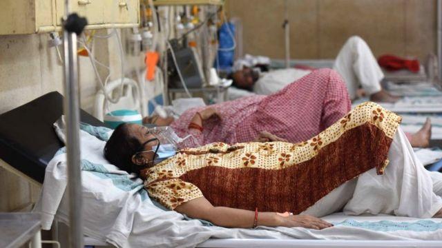 India supera la barrera de 400.000 contagios diarios