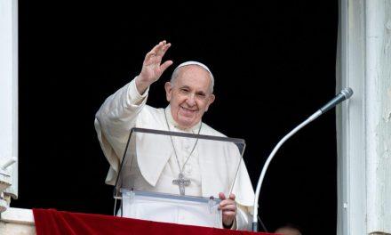 El papa Francisco desde el Vaticano, preocupado por la situación del País