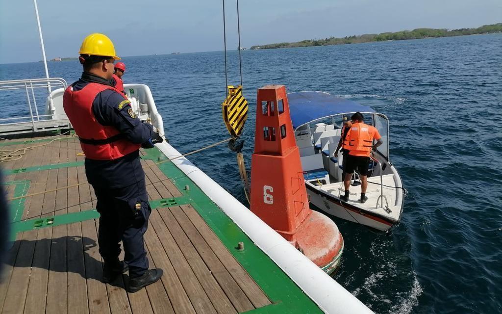 La Dirección General Marítima realiza mantenimiento a faros y boyas en Islas del Rosario