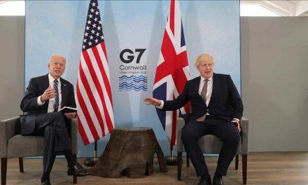 El Primer Ministro de Reino Unido prometió 1.000 millones de dosis de la vacuna contra la COVID-19 por parte de los países del G7