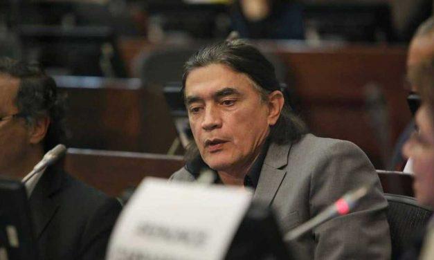 En Hacienda están reportadas deudas del senador Gustavo Bolívar