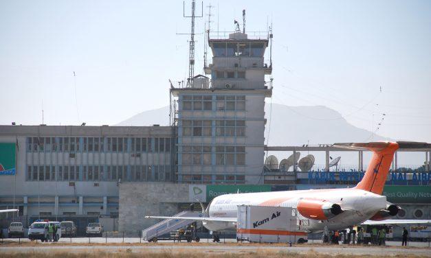 Pentágono confirma atentado suicida en el exterior del aeropuerto de Kabul