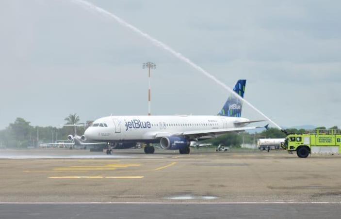Jetblue inaugura vuelo directo entre Newark y Cartagena