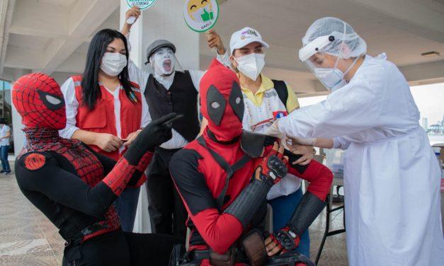 El IPCC vacunó a artistas urbanos y callejeros de la ciudad para preparar la temporada de fin de año