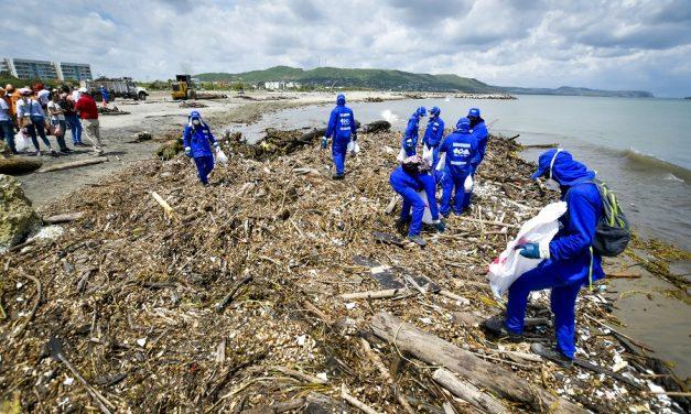 Más de 330 toneladas de desechos se recogieron en playas de Puerto Colombia