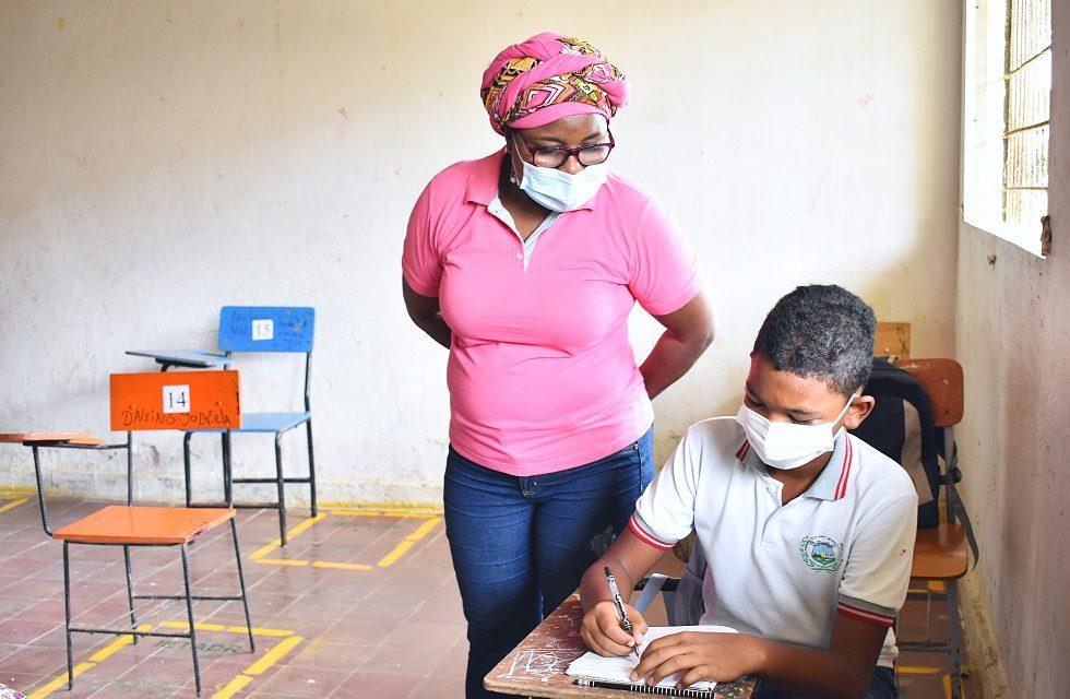 1.896 estudiantes continúan retornando a las aulas para cumplir con el año lectivo 2021