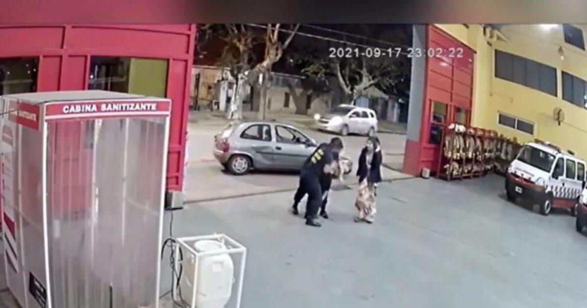 Impactante vídeo de bomberos salvando a bebé de 2 años de morir asfixiado