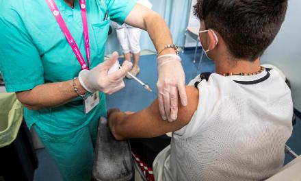 Director de Medicamentos se pronunció con respecto a error de vacunas a menores de edad