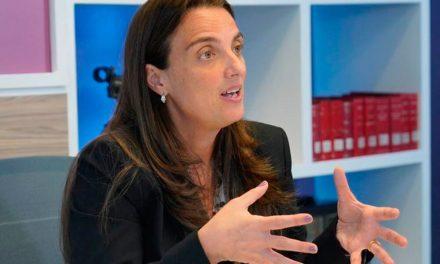 No habrá moción de censura para exministra  Karen Abudinen