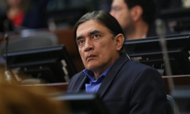 Senador Gustavo Bolívar ha salido del país por amenazas